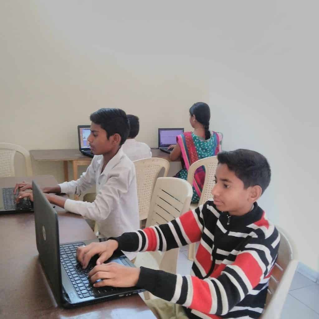 students are learning computer at spcl centre